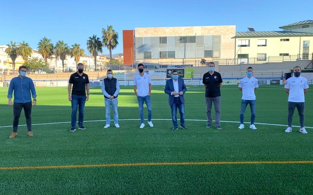 El césped del Vivar Téllez está listo para que el Vélez C.F. lo estrene en su próximo partido en casa.