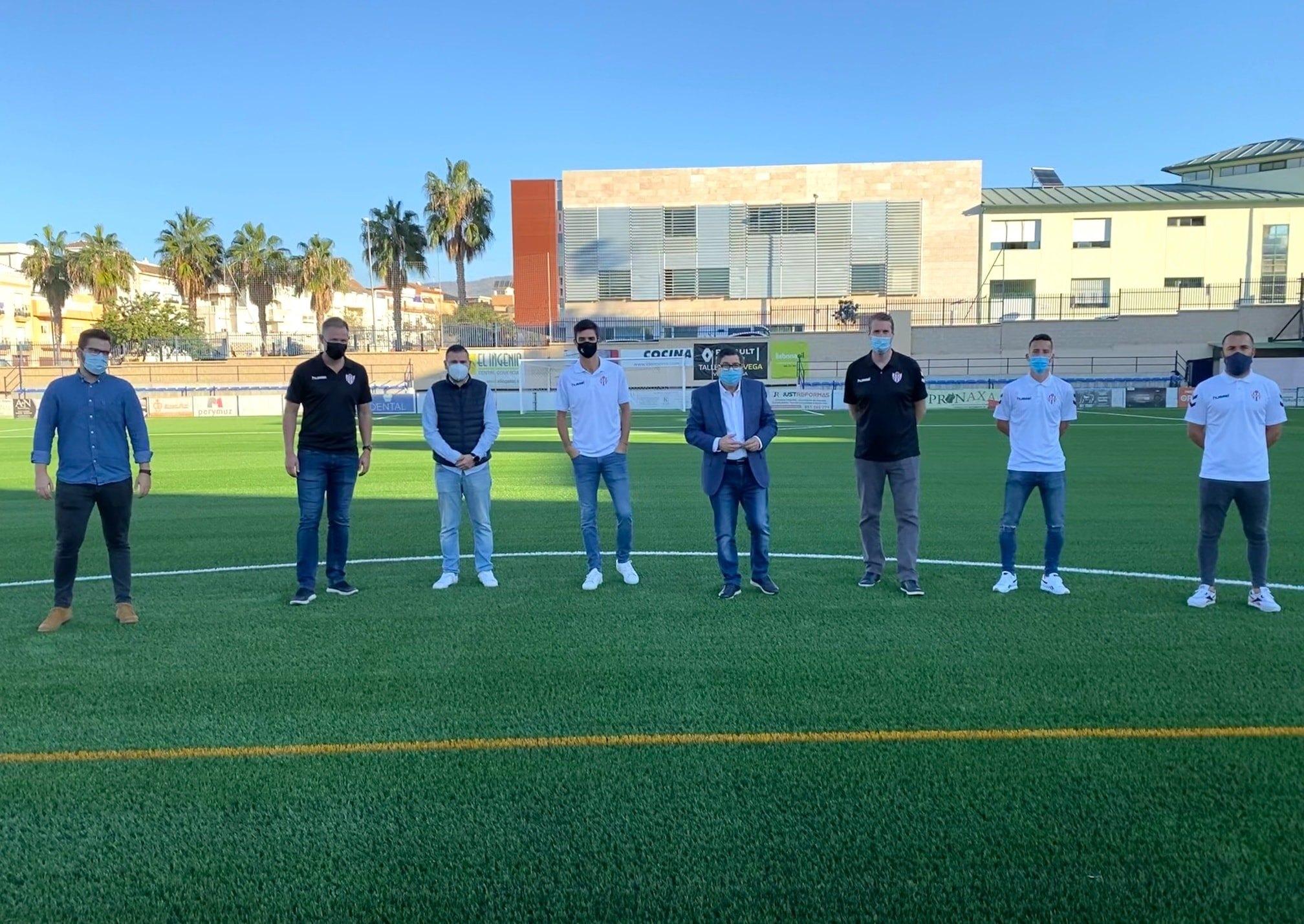 Césped del Estadio Vivar Téllez - Vélez CF